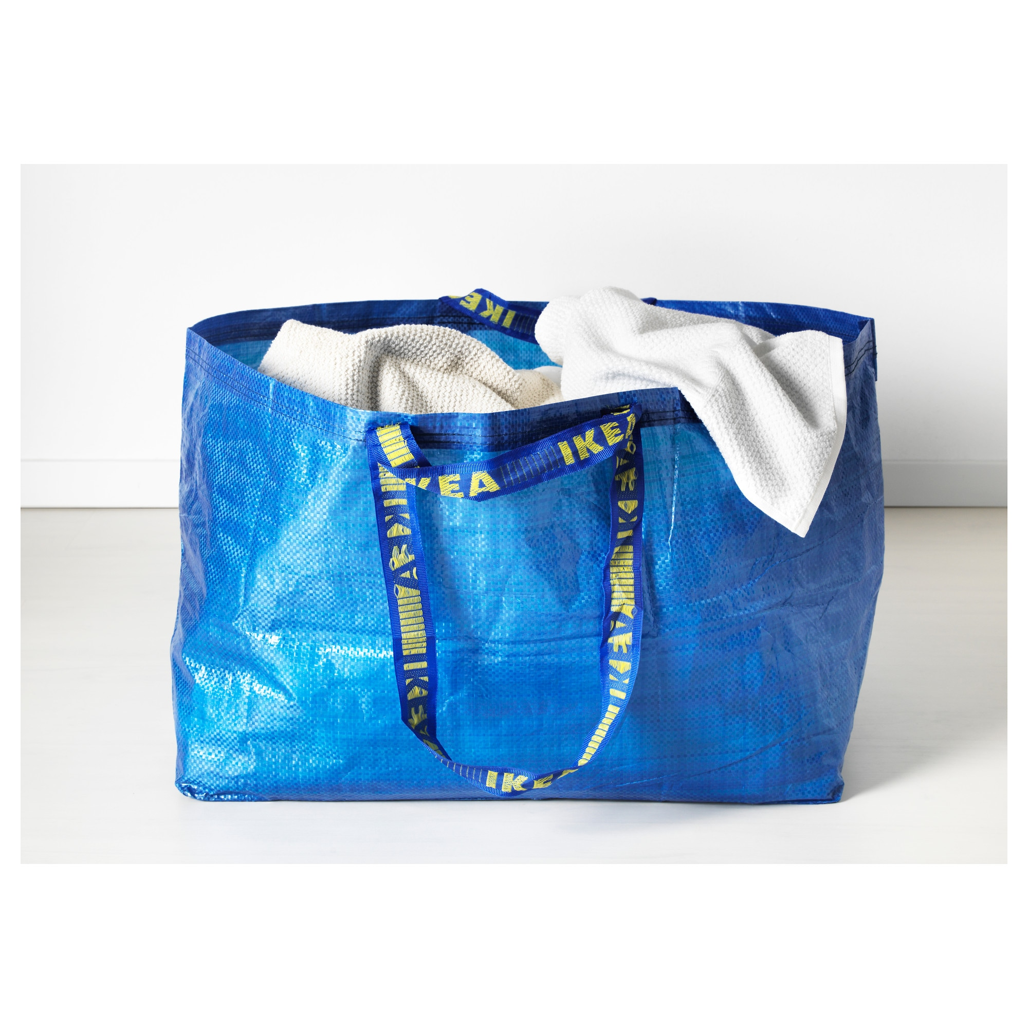 In Praise of IKEA's FRAKTA Bag | Apartment Therapy