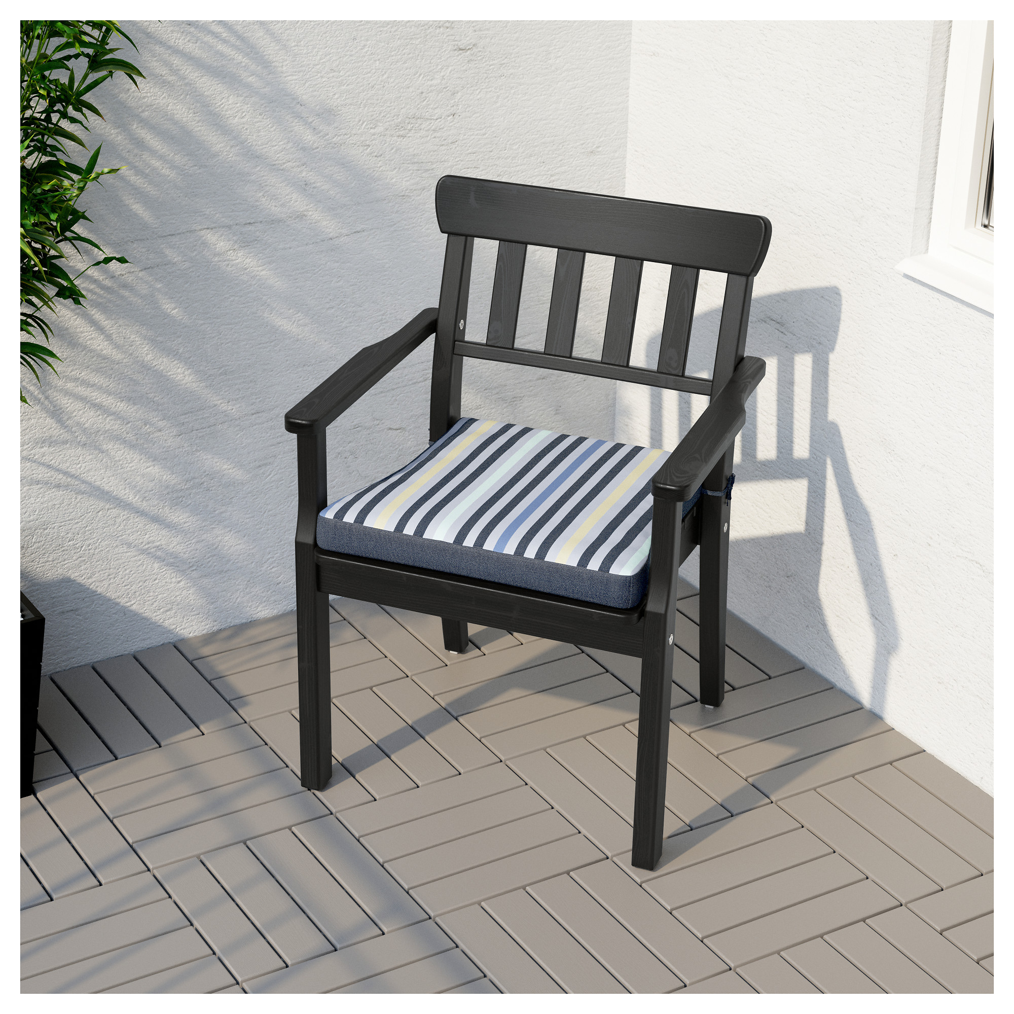 a ngsa chair with armrests outdoor ikea