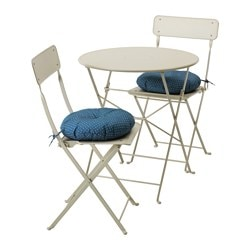SALTHOLMEN table and 2 folding chairs, outdoor, beige, Ytterön blue