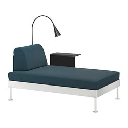 DELAKTIG chaise longue w side table and lamp, Hillared dark blue