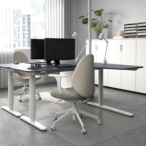 BEKANT مكتب زاوية، الجلوس يساراً/وقوف, مشمع أزرق/أبيض, 160x110 سم