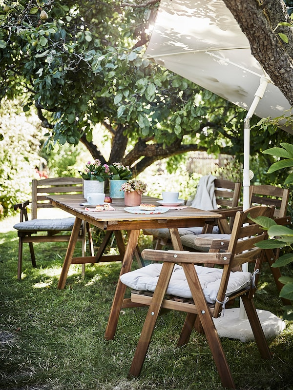 FALHOLMEN طاولة+4كراسي بمساند ذراعين،خارجية, صباغ بني فاتح