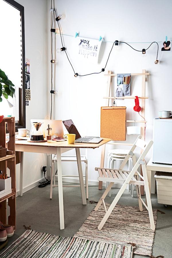 IKEA PS 2012 طاولة مع جناح ينطوي, خيزران/أبيض, 74/106/138x80 سم