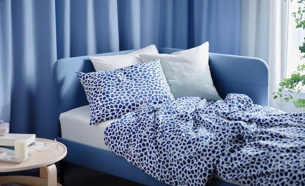 KVASTFIBBLA غطاء لحاف و ٢ غطاء مخدة, أبيض/أزرق غامق, 240x220/50x80 سم