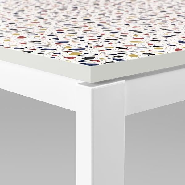 MELLTORP / KARLJAN طاولة وكرسيان, نقش فسيفساء أبيض/Kabusa أحمر, 75x75 سم