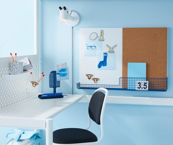 MÖJLIGHET لوحة ملاحظات/لوحة بيضاء مع سلة, أبيض/أزرق, 71x49 سم
