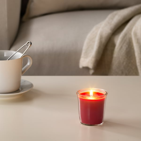 SMÅTREVLIG Scented candle in glass, Berry mix/red, 7 cm