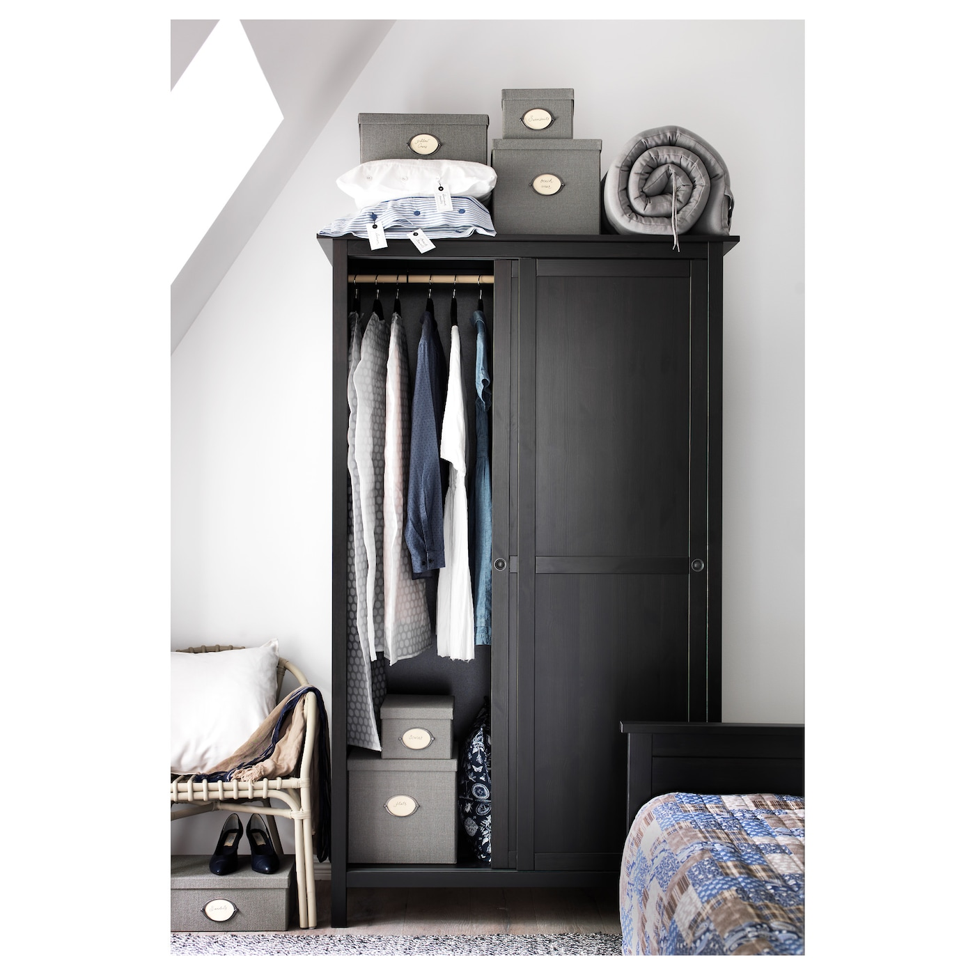 hemnes armoire 2 portes coulissantes brun noir 120 x 197. Black Bedroom Furniture Sets. Home Design Ideas