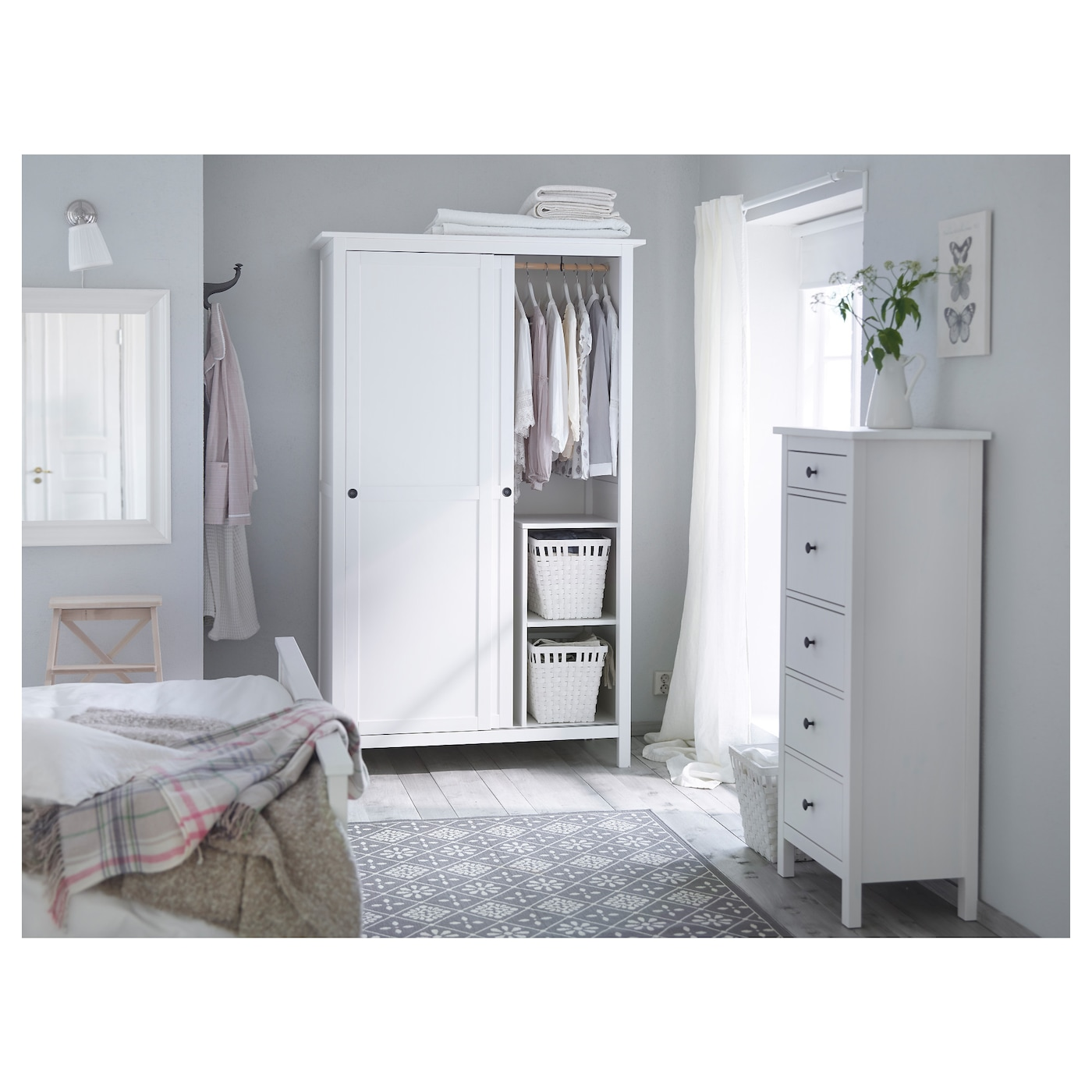 hemnes commode 5 tiroirs teint blanc 58x131 cm ikea. Black Bedroom Furniture Sets. Home Design Ideas