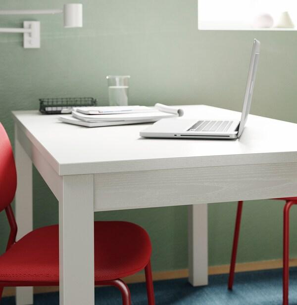 LANEBERG / KARLJAN Table et 4 chaises, blanc/rouge rouge, 130/190x80 cm