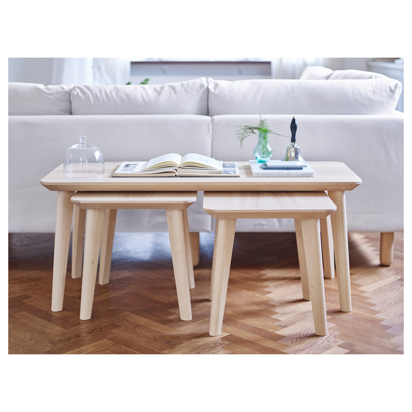 IKEA LISABO table basse Facile à monter, chaque pied disposant d'une fixation unique.