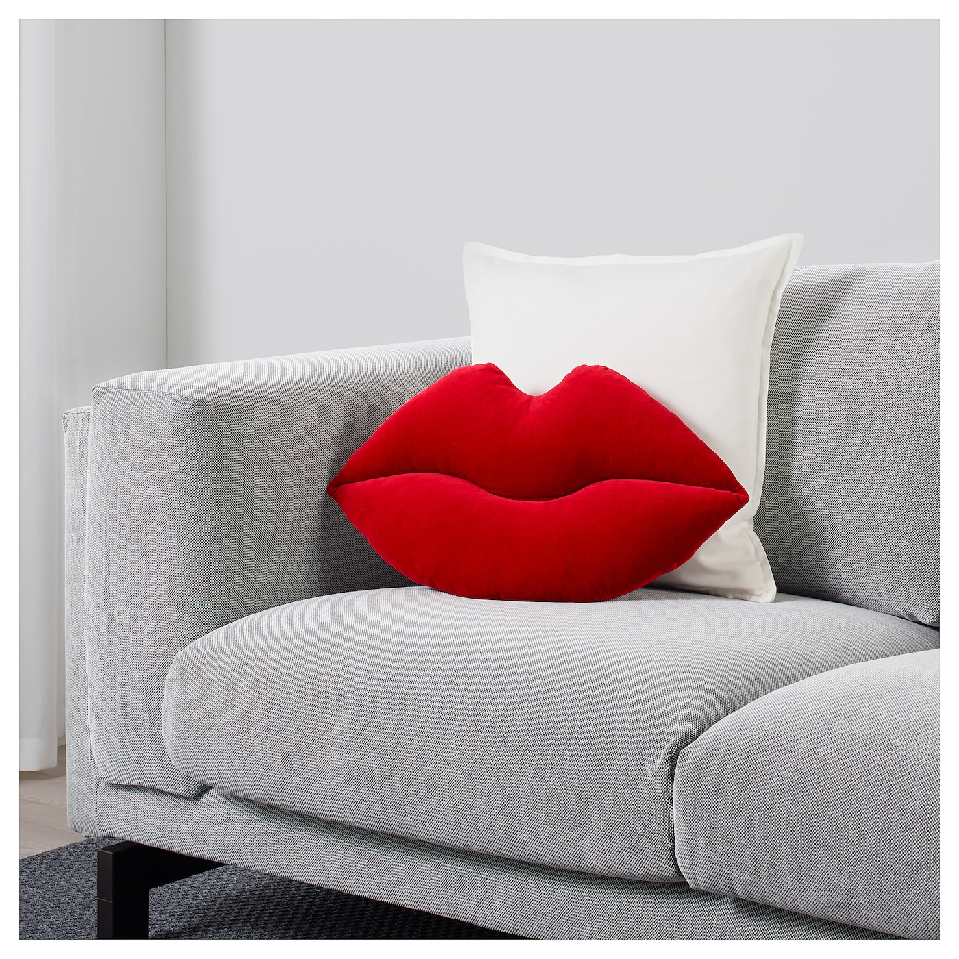 omedelbar coussin en forme de l vre rouge 55x30 cm ikea. Black Bedroom Furniture Sets. Home Design Ideas