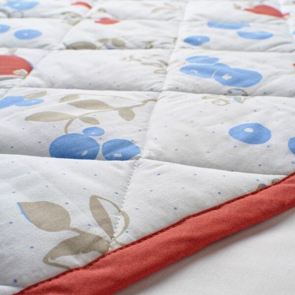 RÖDHAKE Couverture molletonnée, motif lapins/myrtilles/blanc/rouge, 96x96 cm