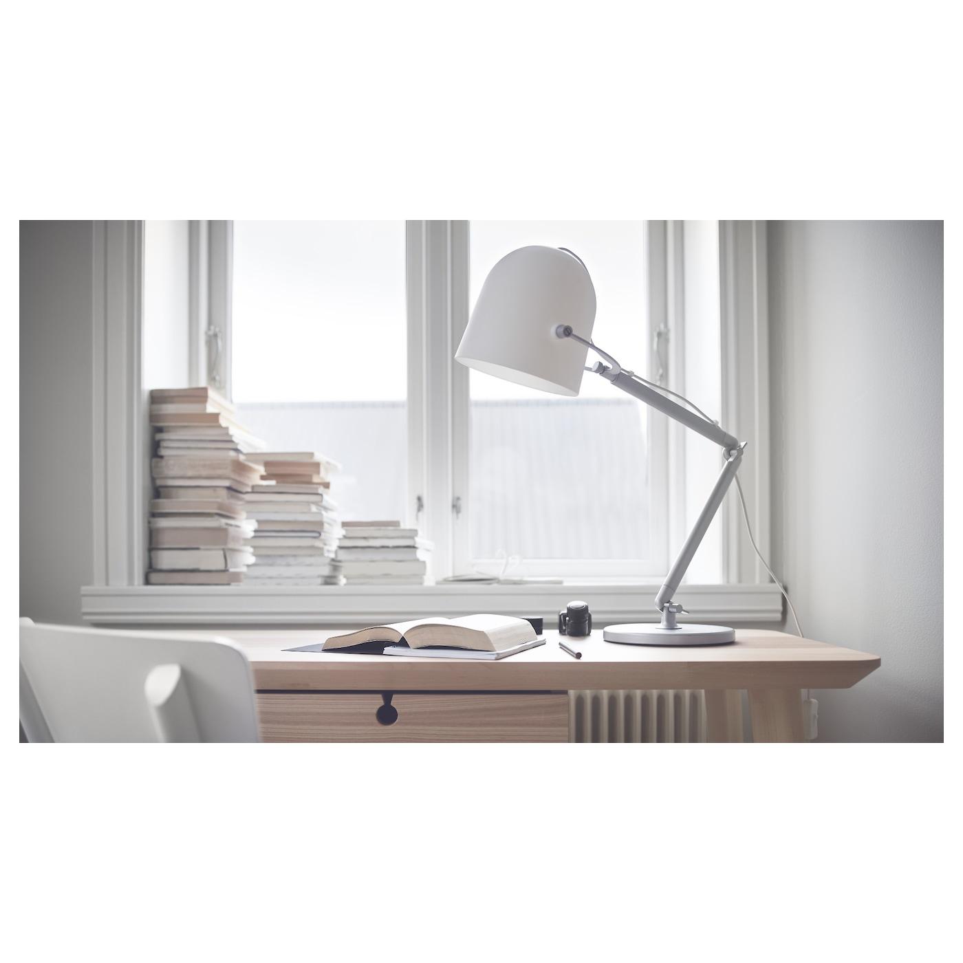 Svirvel lampe de bureau blanc ikea for Bureau blanc ikea