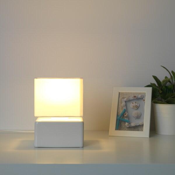VISSLEBO Tafellamp, keramiek wit