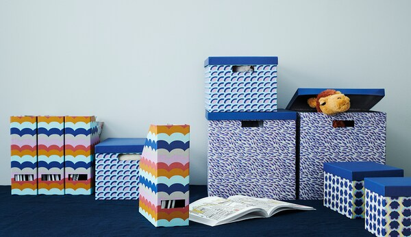 TJENA Storage box with lid, blue/patterned, 18x25x15 cm