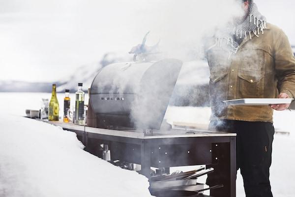"""GRILLSKÄR Barbecue au charbon, noir/acier inox extérieur, 33 7/8x24 """""""