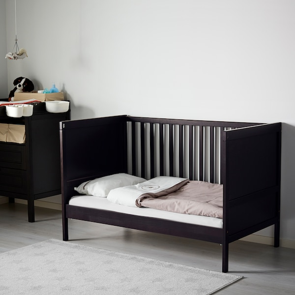 "SUNDVIK Lit de bébé, brun-noir, 27 1/2x52 """
