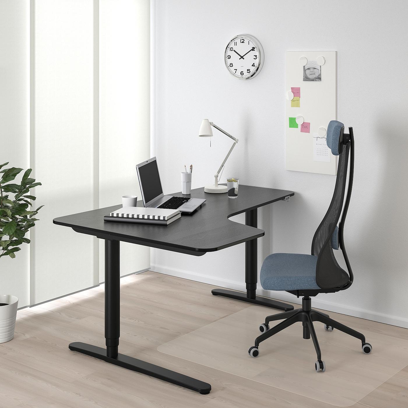 BEKANT Ecktisch links sitz-/steh, schwarz gebeiztes Eschenfurnier/schwarz, 160x110 cm