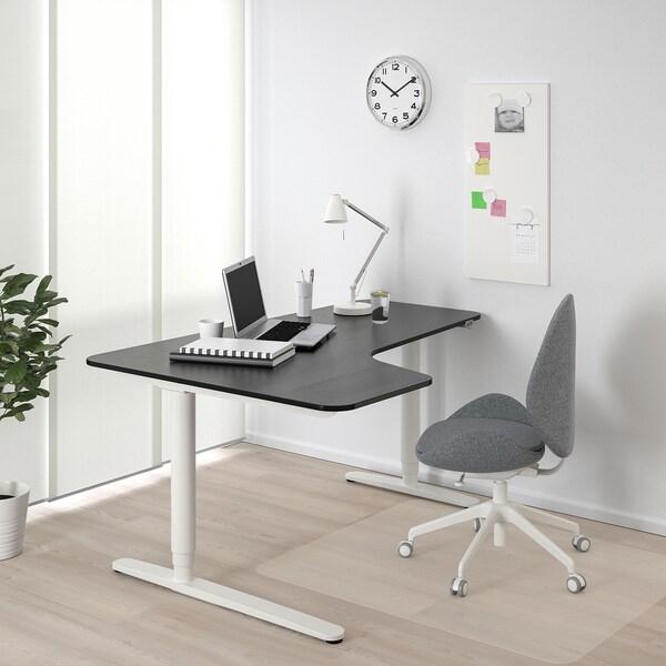 BEKANT Ecktisch links sitz-/steh, schwarz gebeiztes Eschenfurnier/weiß, 160x110 cm