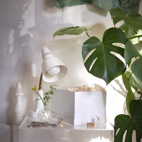 TJENA Kasten mit Deckel, weiß, 18x25x15 cm