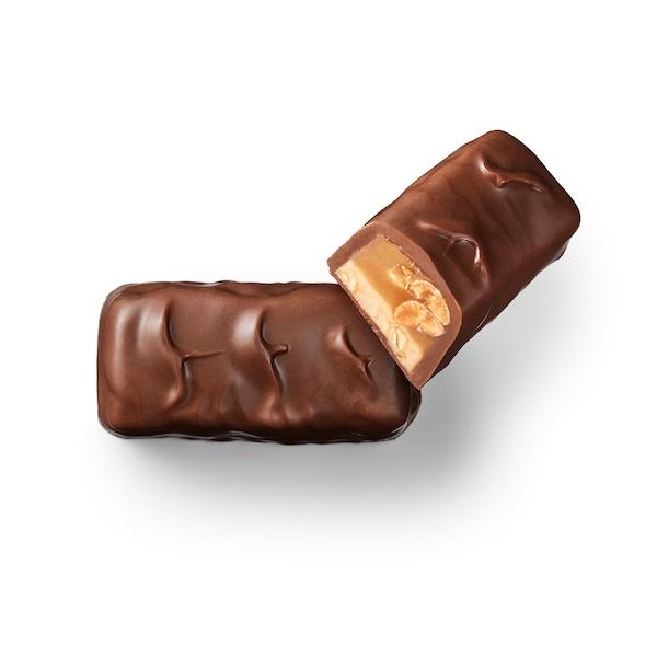 BELÖNING Milk chocolate bar, w caramel and salty almond filling UTZ certified, 45 g