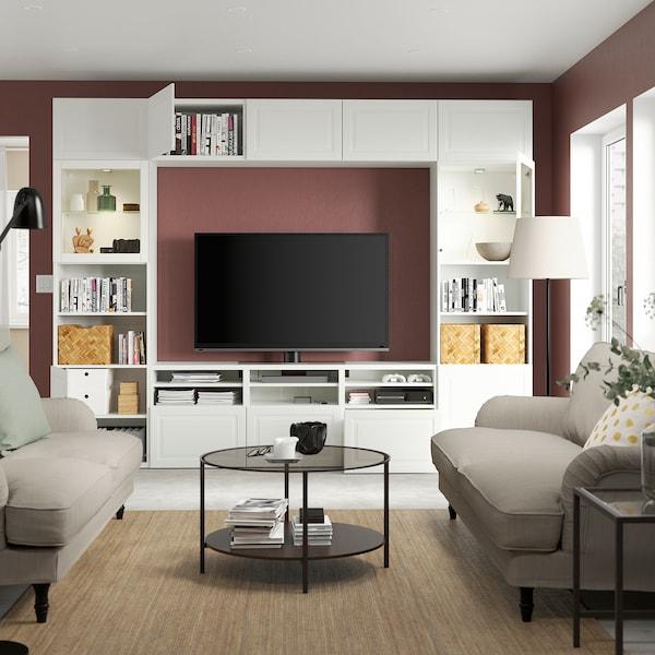 BESTÅ Combinazione TV/ante a vetro, bianco Smeviken/Ostvik vetro trasparente bianco, 300x42x231 cm