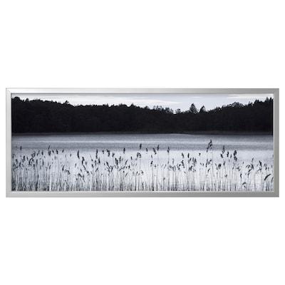BJÖRKSTA Canvas con cornice, Lago nel bosco/color alluminio, 140x56 cm