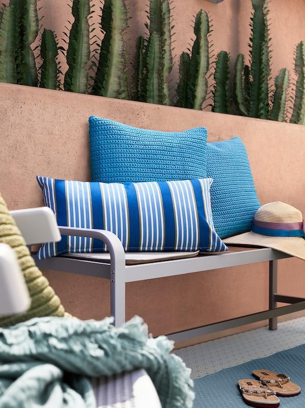 FUNKÖN Cuscino da interno/esterno, blu a righe, 30x58 cm