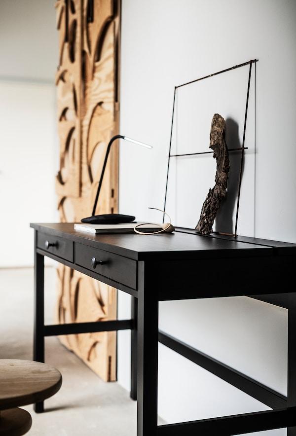 HEMNES Scrivania con 2 cassetti, marrone-nero, 120x47 cm