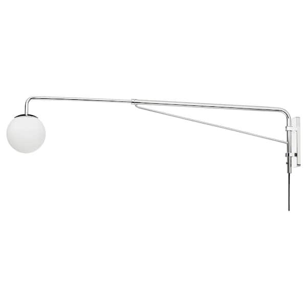 SIMRISHAMN Lampada parete con braccio girevole, cromato/bianco opalino vetro