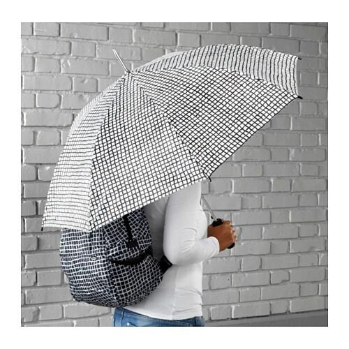 KNALLA Deštník IKEA K otevření deštníku vám stačí jedna ruka, protože se automaticky otevře po stisknutí tlačítka.