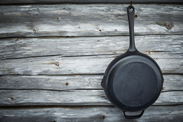VARDAGEN Pánev, litina, 28 cm