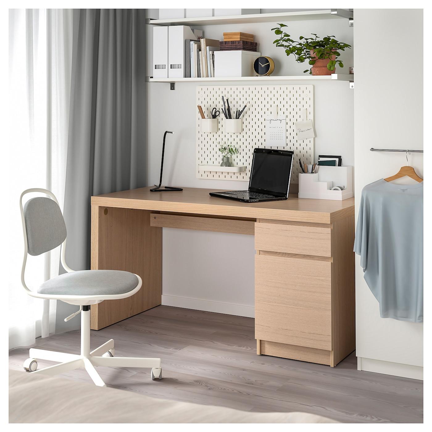 MALM Schreibtisch Eichenfurnier weiß lasiert 140x65 cm