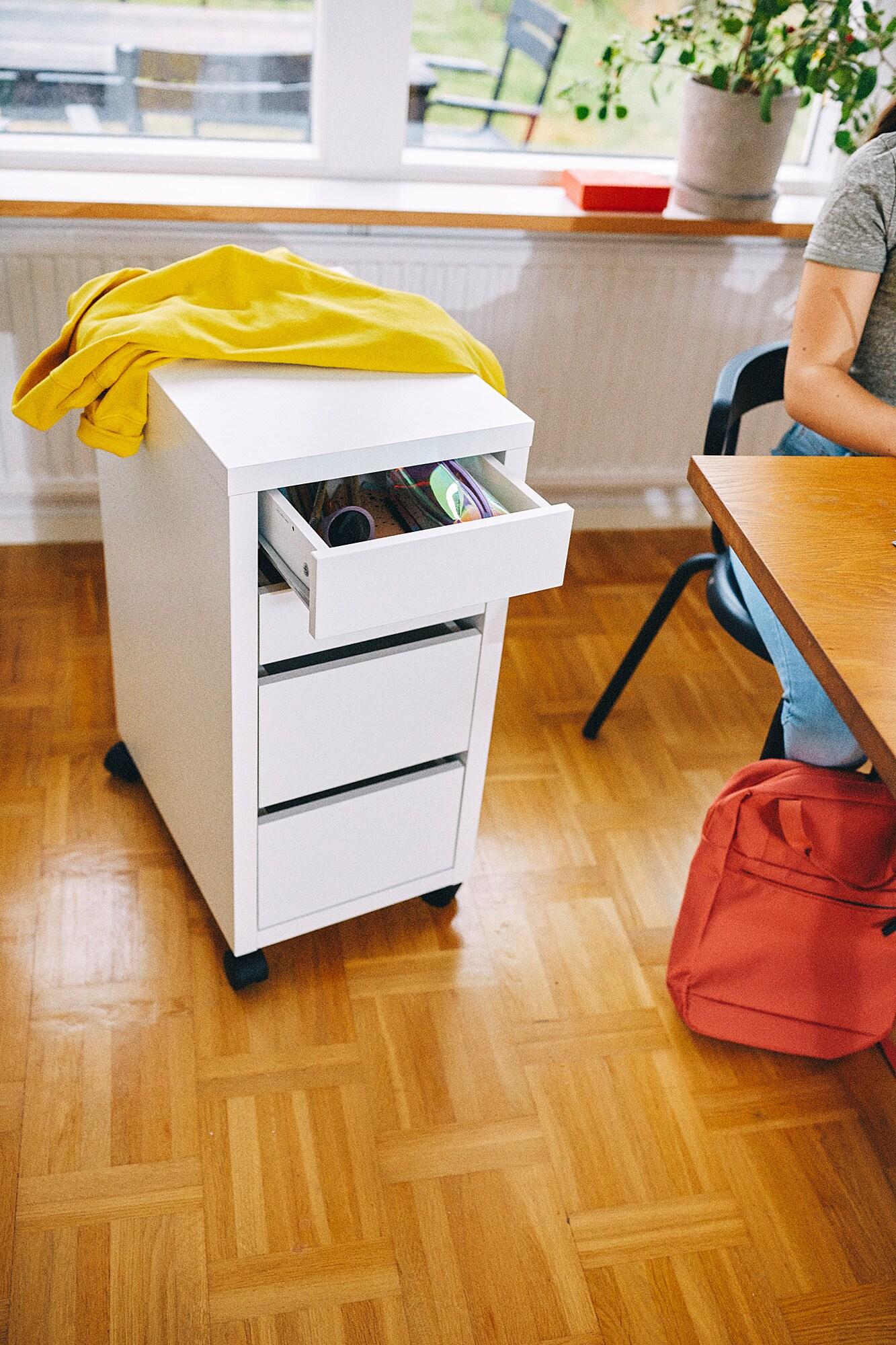 Ikea MICKE Schreibtisch + Roll Schubladen Element in
