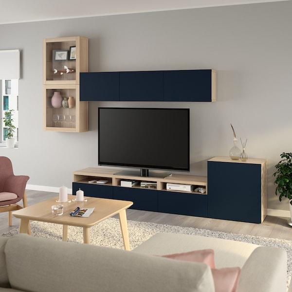 BESTÅ Tv-møbel med vitrinelåger, egetræsmønster med hvid bejdse/Notviken blå, 300x42x211 cm