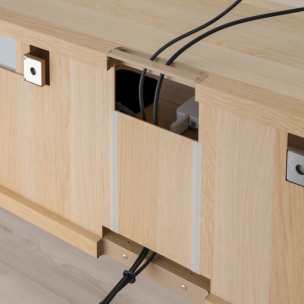 BESTÅ Tv-møbel med vitrinelåger, egetræsmønster med hvid bejdse/Notviken grågrønt klart glas, 300x42x211 cm