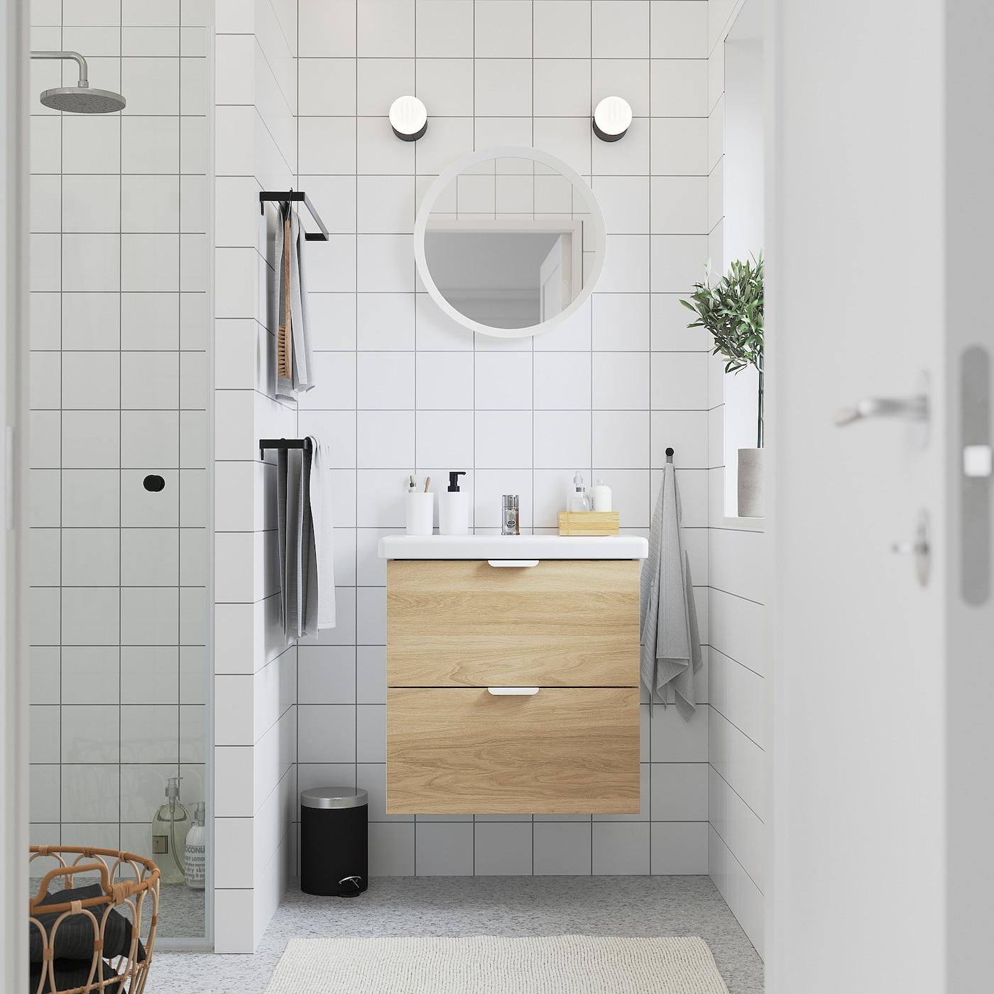 ENHET / TVÄLLEN Skab til vask med 2 skuffer, egetræsmønstret/hvid PILKÅN blandingsbatteri, 64x43x65 cm