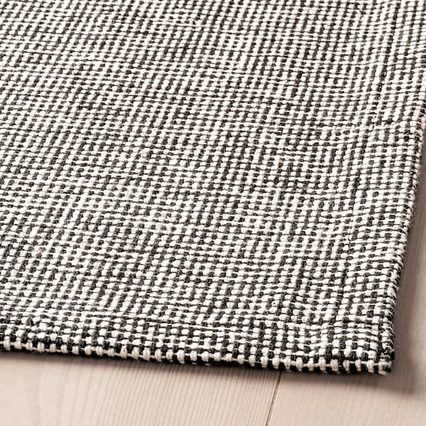 TIPHEDE Tæppe, fladvævet, sort/natur, 155x220 cm
