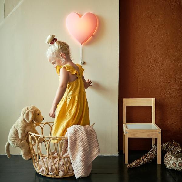 UPPLYST LED-væglampe, hjerte pink
