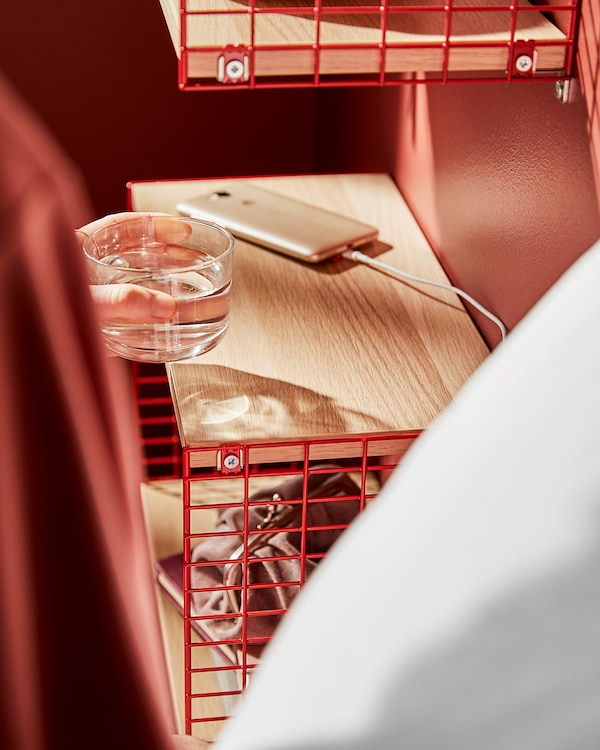 SVENSHULT رف جداري مع تخزين, بني-أحمر/مظهر سنديان مصبوغ أبيض, 41x20 سم