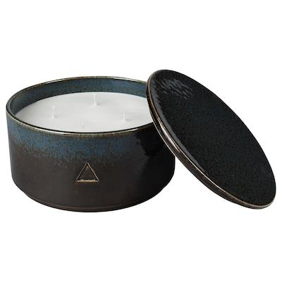 OSYNLIG Scented candle in pot w 4 wicks/lid, Tobacco & Honey/black blue, 9 cm