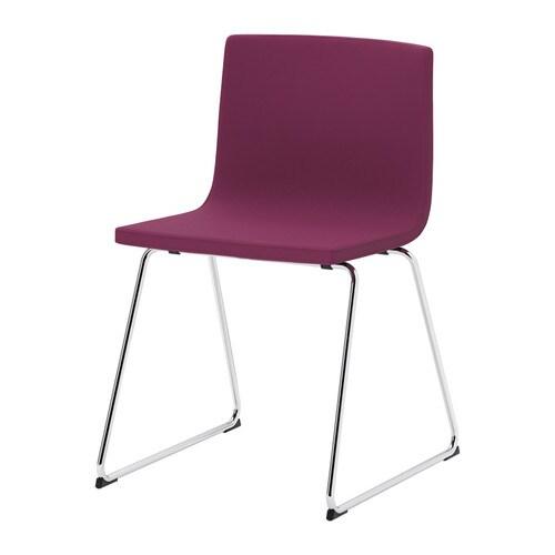 BERNHARD Silla IKEA El asiento tiene un relleno de espuma de alta elasticidad que evita las posturas estáticas y realza el confort.