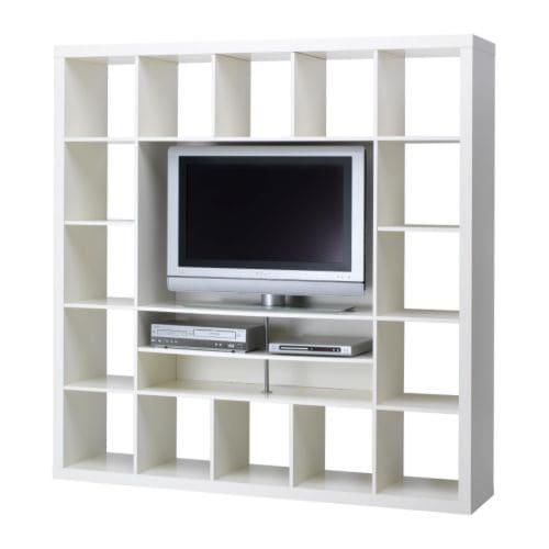 poner una tabla donde se pone la tv que unos cm para poder soportar la nueva tv pero tapara los libros que tengo en las estanteras