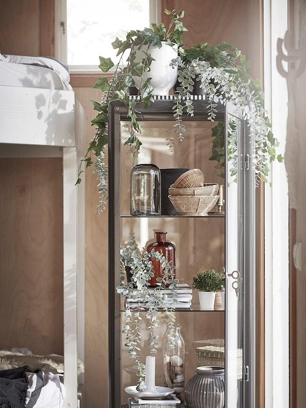 FEJKA Planta artificial, int/ext colgante/eucalipto, 9 cm