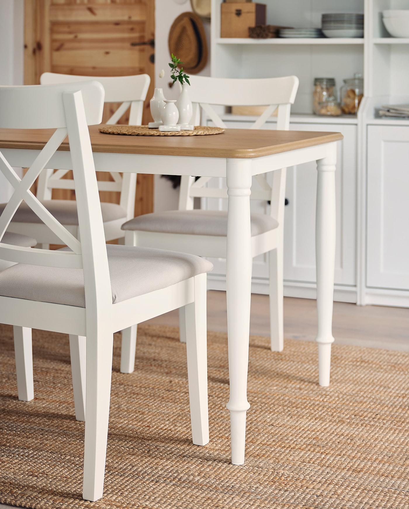IKEA INGOLF para ni/ños con dise/ño de silla alta de madera en colour blanco; De madera maciza