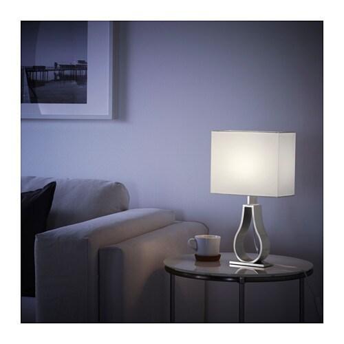 KLABB - Lámpara de mesa, hueso - Artículo en función / detalle