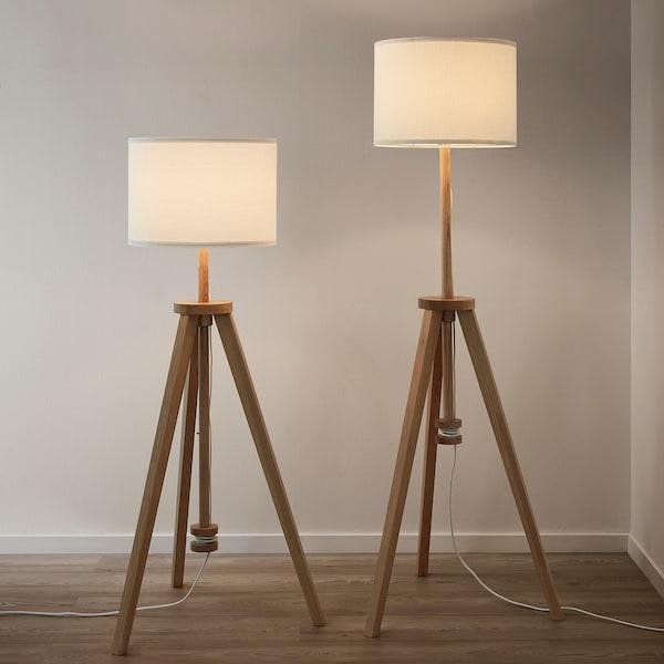 LAUTERS Lámpara de pie, fresno/blanco