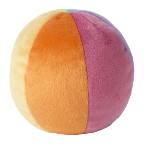 LEKA Juguete blando, pelota IKEA Como es suave y ligera y se puede estrujar, la pelota también es adecuada para bebés y niños pequeños.