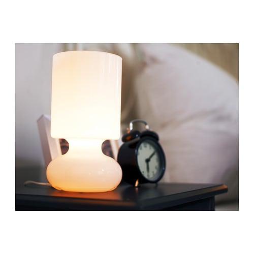 Oferta en IKEA Badalona - LYKTA Lámpara de mesa, blanco